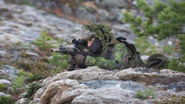 Finnene ønsker seg mer samarbeid med Forsvaret. Norsk ekspert frykter at det kan føre til økt spenning.