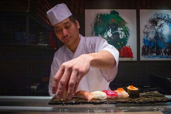 Kom til Norge med hull i skoene. Nå er sushi-kongen god for flere titalls millioner.