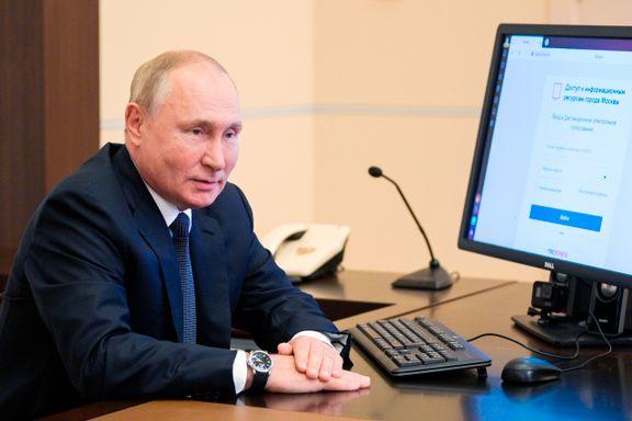Putin stemte digitalt. Da russerne fikk øye på klokken hans, begynte det å koke.