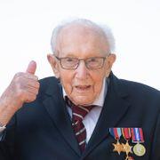 Britenes mest populære 100-åring får eget poststempel etter korona-innsamling