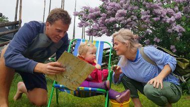 Da Nina og Lage ble permittert, tok de med seg datteren for et år på loffen