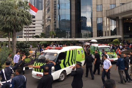 Balkongen på Jakarta-børsen kollapset -folk løp i panikk