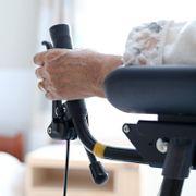 Ber folk tenke seg om før de besøker bestemor på sykehjem
