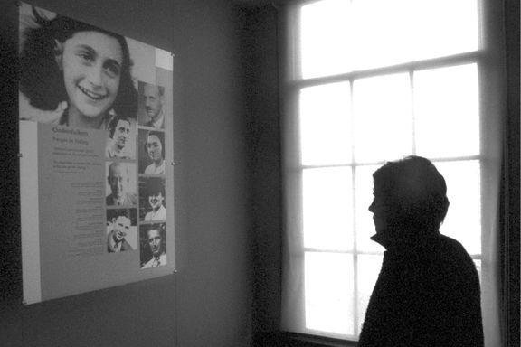 Trodde Anne Frank ble angitt til nazistene. Nå er en ny forklaring dukket opp.