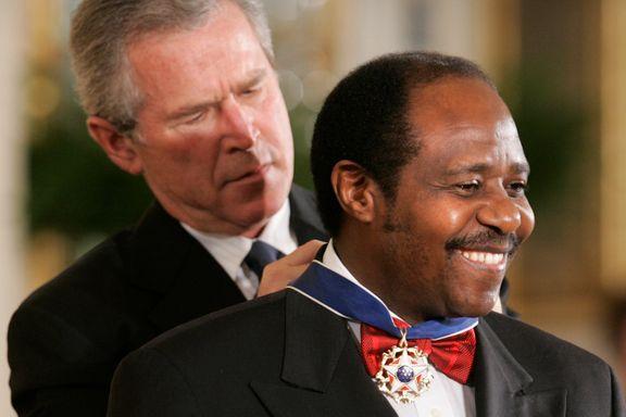 Han var inspirasjon til storfilmen «Hotel Rwanda». Onsdag måtte han i retten, tiltalt for terror og drap.