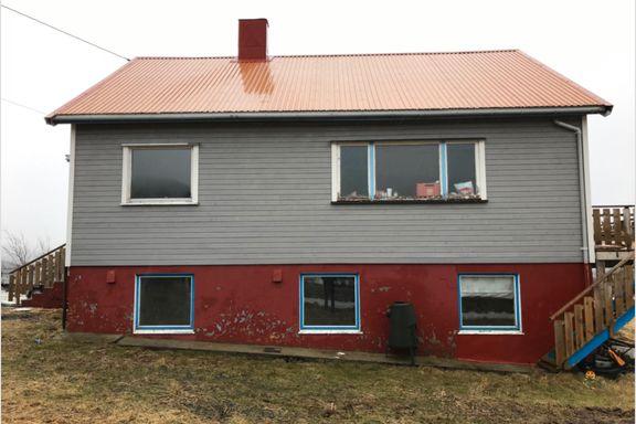 Nå er huset og fasaden totalendret: – Folk kjører sakte forbi for å se