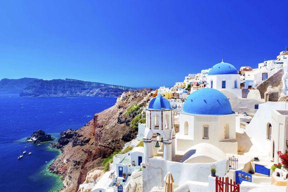Få steder i verden gjør seg bedre på bilder enn Santorini. Men det ulmer under overflaten.
