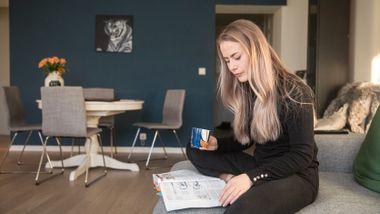 Slik får Linn Yttrelid tid til to studier og deltidsjobb. Ekspert: Hun har en fordel.