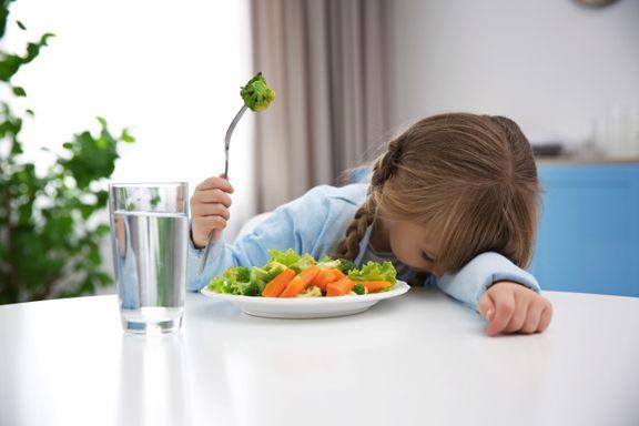 Ernæringsekspert: – Ikke press barna til å spise noe det ikke vil ha