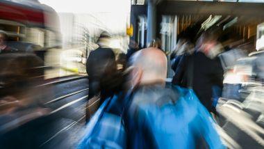 Lokaltogene mer i rute enn på lenge, men i påsken står mange tog