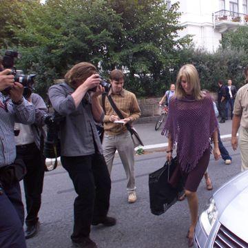 En gang var Eva Sannum fritt vilt for paparazziene. Nå vil hun at folk skal forstå hvordan pressen fungerer.