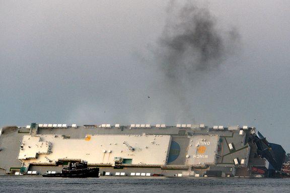 Kystvakten: Alle de fire savnede er nå reddet ut fra veltet skip