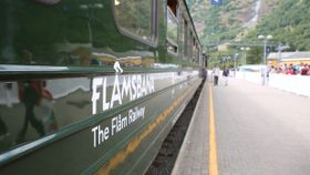 Tog med 800 passasjerer har kollidert på Flåmsbanen