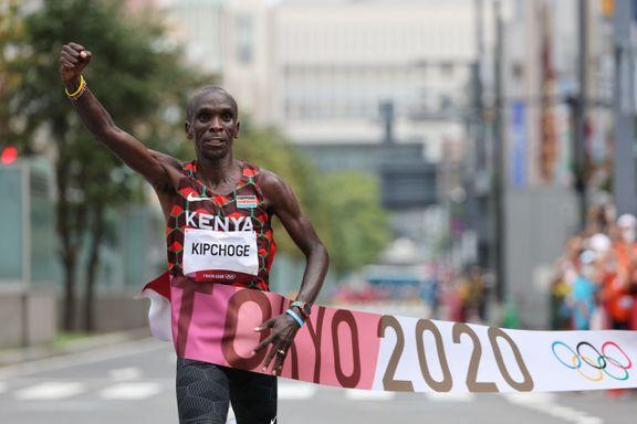Kipchoge forsvarte OL-tittelen – hylles som den beste langdistanseløperen gjennom tidene