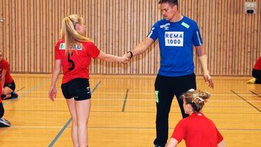 Se hvilken landslagsstjerne som gjestet Molde-jentenes trening