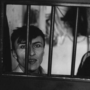 «Fortell verden om oss», var den politiske fangens bønn til fotografen. 17 år senere ble han hørt.
