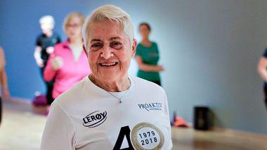 Inger Lill (88) har trent gjennom hele pandemien. Mange eldre har holdt seg unna.