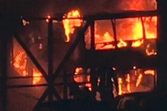 Én skadet, 60 evakuert etter brann i russebusser
