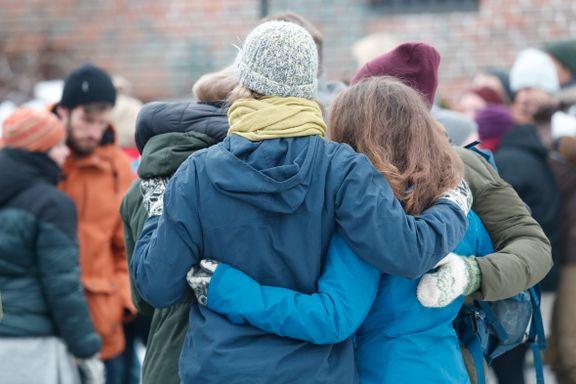 Universitetet i Sørøst-Norge mintes Maren og Louisa med to minutters stillhet