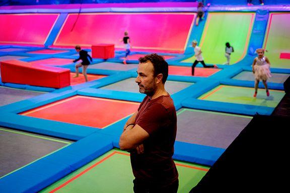 Har bedt om klare regler for trampolineparker. – Ikke mulig, svarer myndighetene.