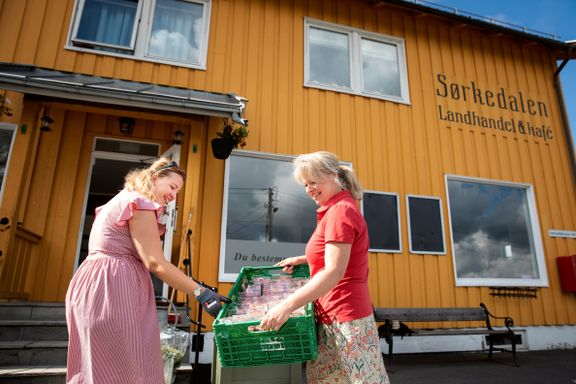 På'n igjen for butikken og kafeen i det gule huset i Sørkedalen