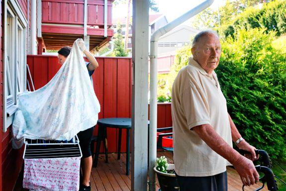 SV og Ap lovte mer hjelp til de eldre. Etter valget har timetallet fortsatt nedover.