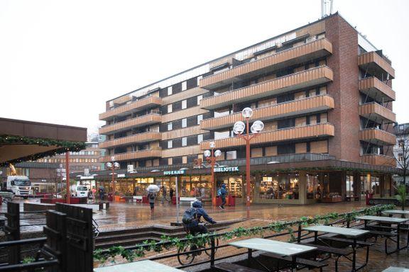 Blokken på Tøyen har stått tom i syv år. Kan bli først ut i byrådets prestisjeprosjekt.