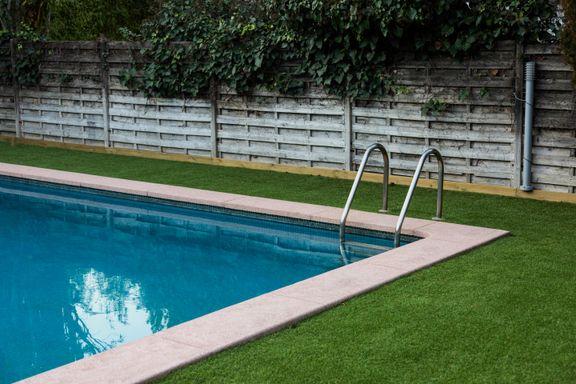 Lyst på basseng i hagen? Dette bør du være obs på, mener eksperten.