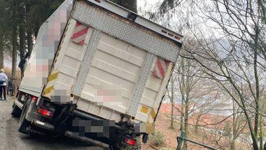 Lastebil krasjet inn i brannbil i Bergen