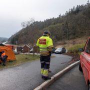 Brenner fortsatt flere steder i Sokndal. Frykter økende vind og fortsatt spredning.