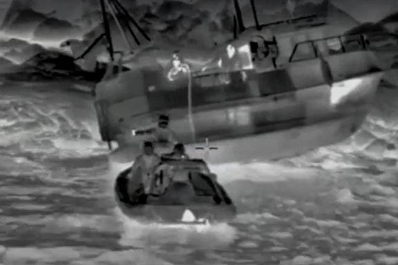 Dramatisk video viser hvordan fiskerne blir reddet av Hurtigruten