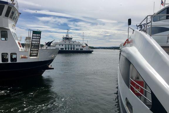 Ferge kjørte inn i hurtigbåt ved Aker Brygge