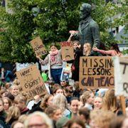 Flertall av unge ville satt demokratiet til side for en politiker de er enig med