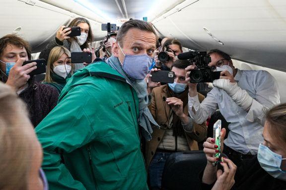 Da flyet landet, fikk han politiske fangers «stjernestempel». Så dukket ti år gamle videoer opp.