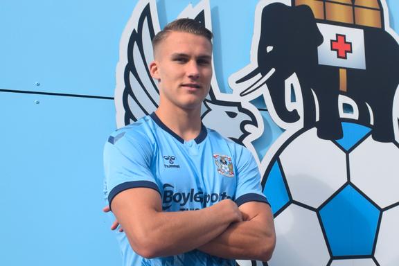 Østigård takket nei til ny kontrakt: Nå vil han overbevise klubben om at han kan spille Premier League i 2021