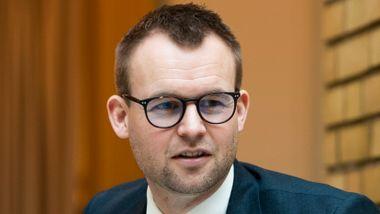 Aftenposten mener: Fingrene fra fedrekvoten, Ropstad