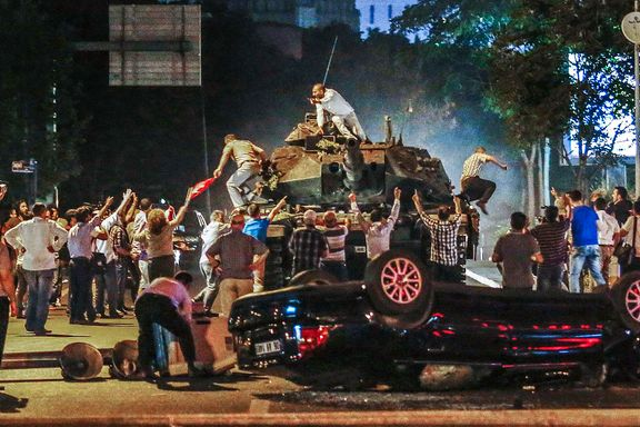 Minst 60 drept i kuppforsøk i Tyrkia