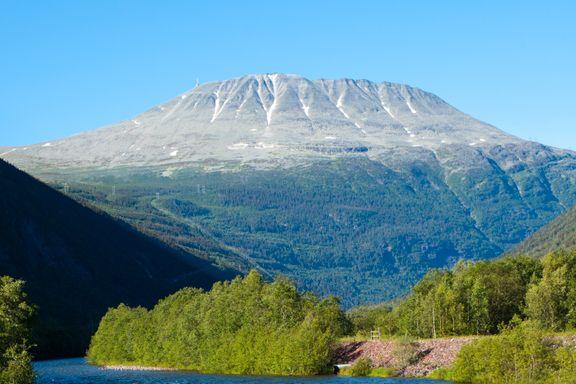 100.000 personer går opp fjellet årlig. Men de færreste står på toppen.