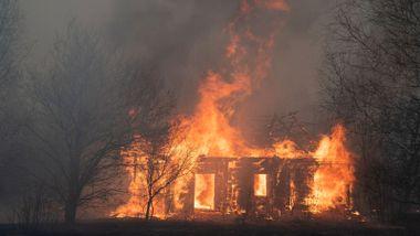 Brann i Tsjernobyl raser videre: 115.000 mål skog lagt i aske