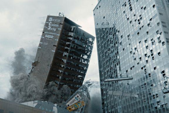 John Kåre Raake går fra katastrofefilm til bokdebut. Det blir for innfløkt.