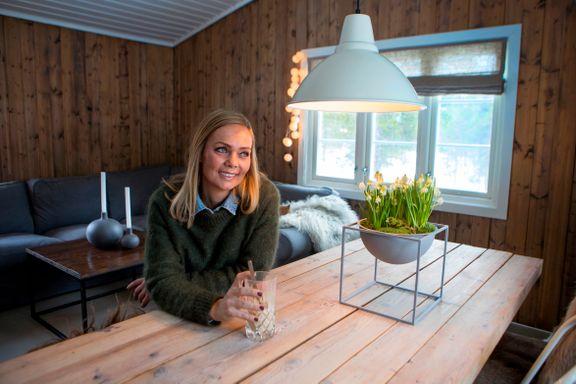 En drømmehytte på 42 kvadrat: - Uten store midler fremstår nå hytta som koselig, intim og sjelfull