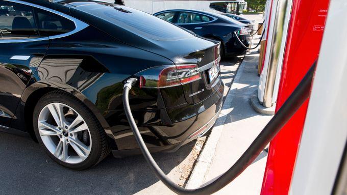 Sverige vil stoppe elbileksport til Norge