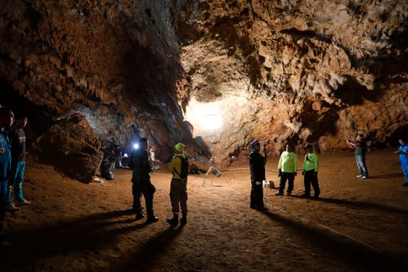 Desperat leting etter tolv gutter i grotte i Thailand