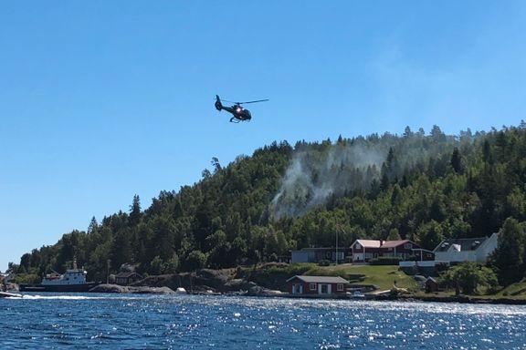 Helikopter og Sivilforsvaret kalt ut til skogbrann i Kragerø