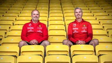 De fotballinteresserte ungdommene møttes på en buss i 1987. Nå får de oppfylt en felles drøm.