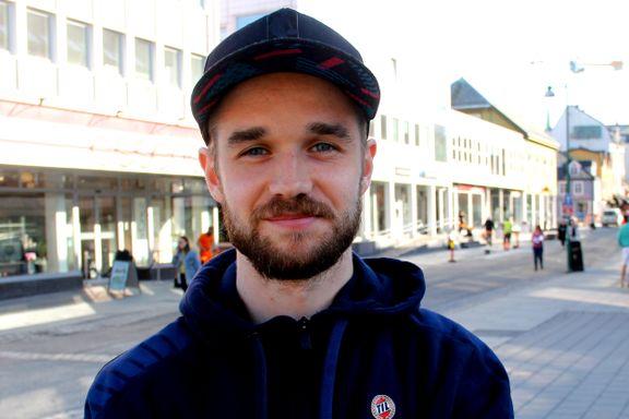 TIL-profilen bor i hybel på 25 kvadratmeter med samboeren - nå skal Bodø-mannen slå rot i Tromsø