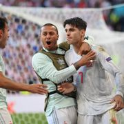 Spania til kvartfinalen i EM etter ellevill målfest