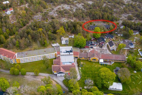Arbeidstilsynet mener Hankø-hotell trekker de ansatte ulovlig høye beløp for å bo på hybel bak hotellet