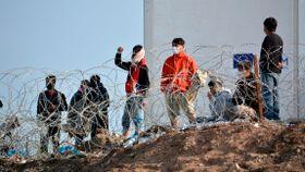Lesbos-migranter ber om hjelp: – Vi ønsker å gå på skole, vi ønsker å stifte familie