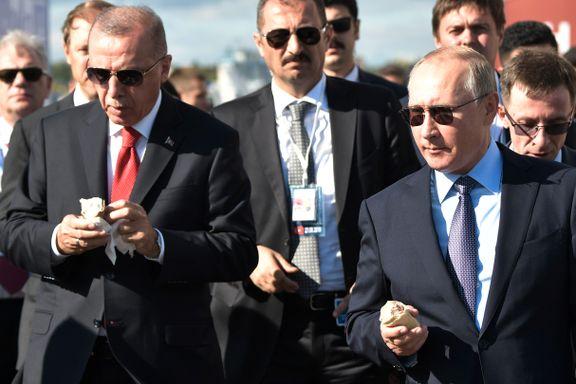 De spiste is og lo. Deretter startet presidentene flysamtalene som kan splitte NATO.